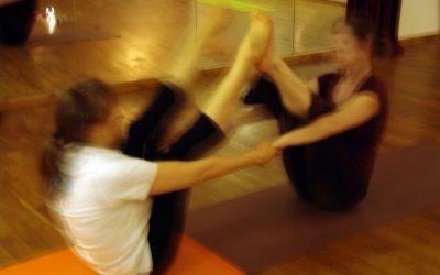 Für Lehrer: Paarübungen im Yoga